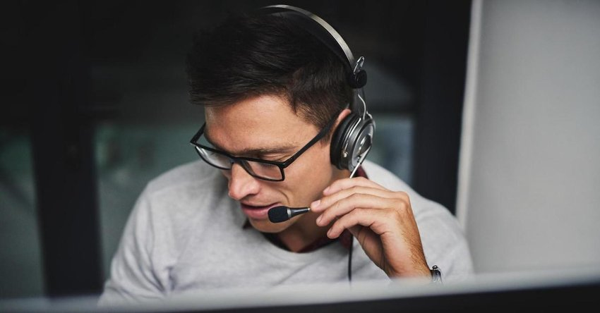 Contact center employee speaks to customer on headset